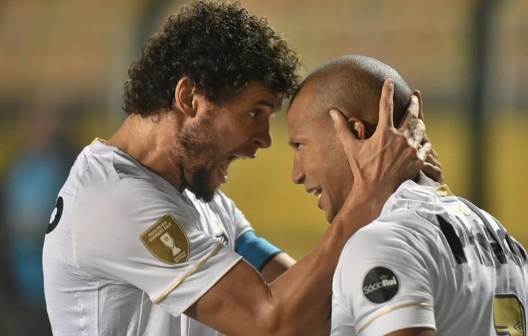Santos e Palmeiras encaram times do interior por vaga na semi