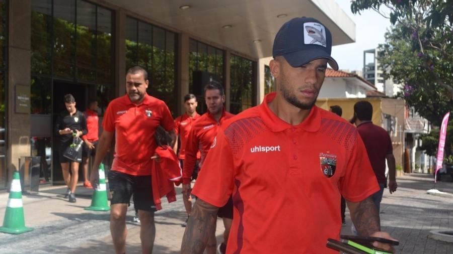 Desportivo Lara treina antes de pegar o Cruzeiro após ter bagagem extraviada