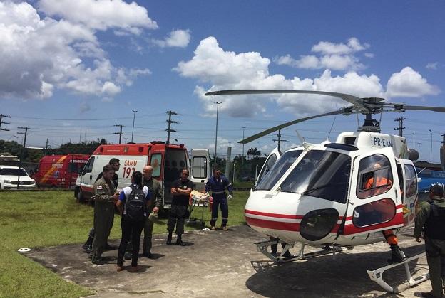 Helicóptero da SSP-AM resgata agricultor vítima de queda de árvore em Iranduba